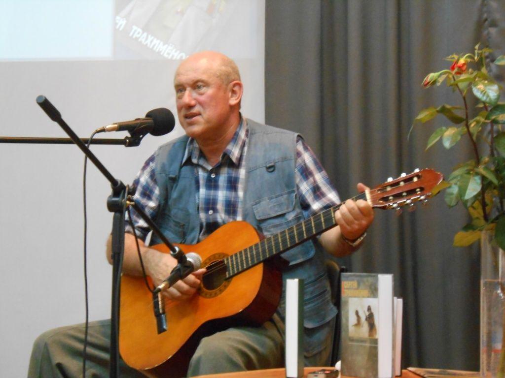 В «Шишковке» побывал известный писатель и кинодраматург Сергей Трахимёнок